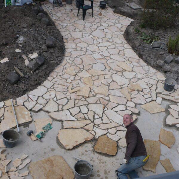 Flagstones Yellow Saliq - terras in aanleg