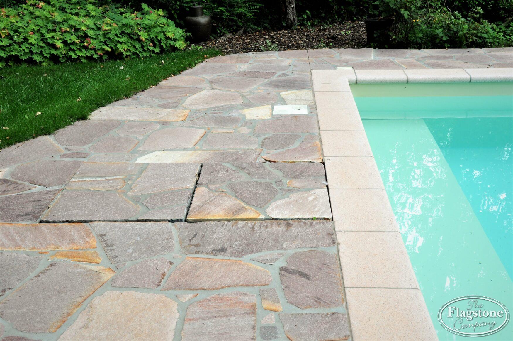 Fabulous Zwembadtegel met antislip. Kies Flagstones (Breukstenen) voor in IA31
