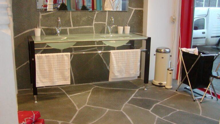 Alta Kwartsiet Flagstones - badkamer vloer en wand.