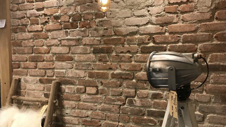 Baksteenstrips muren bij The Flagstone Company te Vaassen.