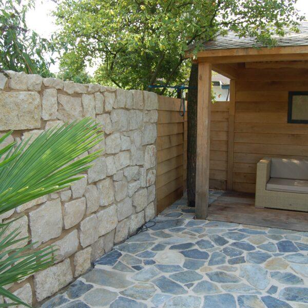 Flagstones toegepast in de tuin en bij de veranda