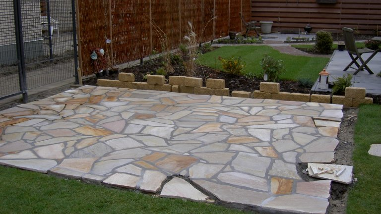 Terras Brasil Yellow Flagstones in aanleg.
