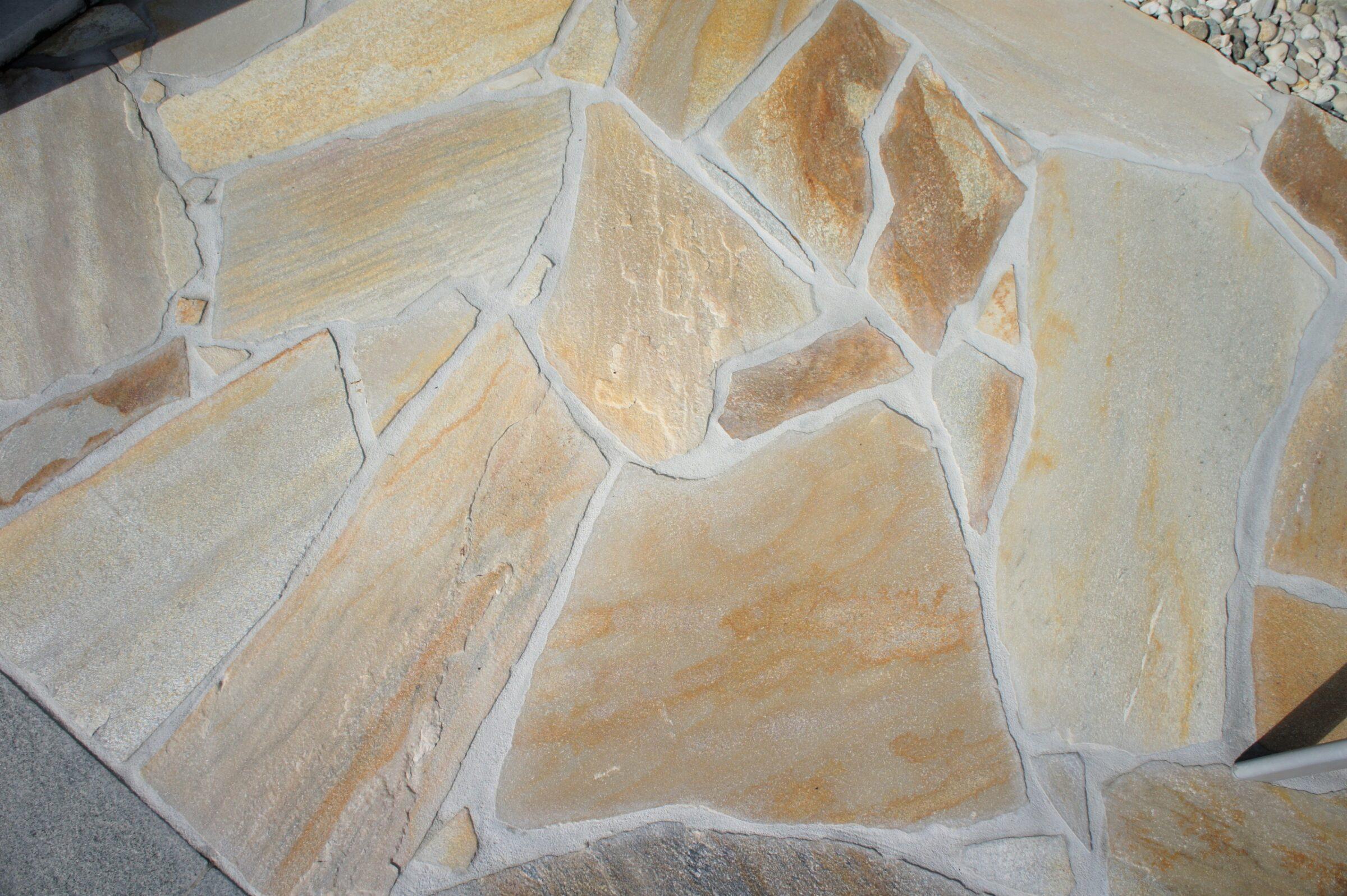 Brasil Yellow Flagstones kleur geel met ARDEX GK voeg zandbeige