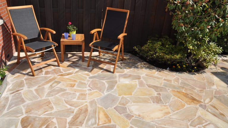 Flagstone Brasil Yellow. Zonnig en warm.