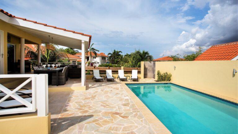 Flagstones uit Brazilië, toegepast in Curacao.