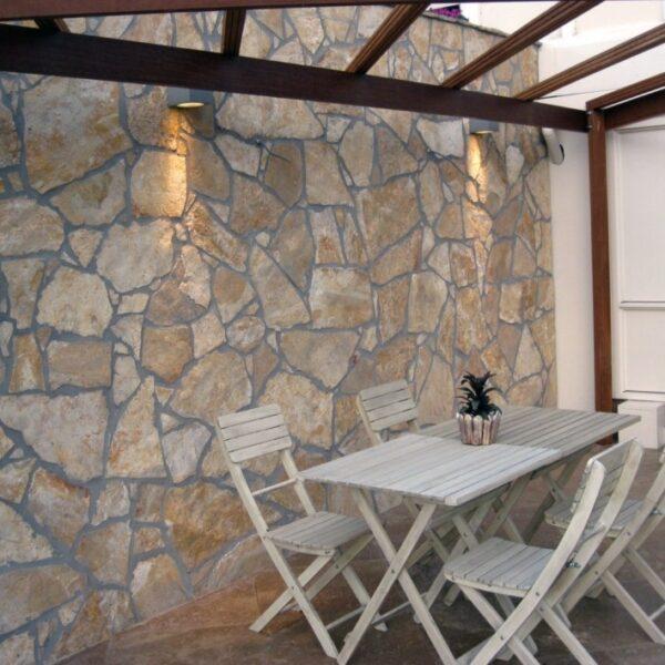 Wandbekleding Flagstones Yellow Saliq - veranda.
