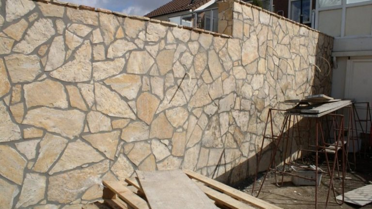 Muren met Flagstone wandbekleding Yellow Saliq