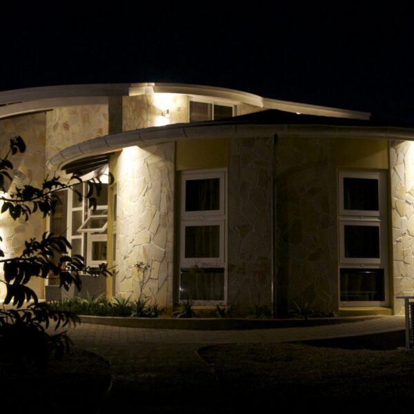 Nieuwe villa op Bonaire met Flagstones. Foto Copyright Monte Mare.