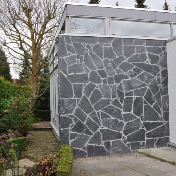 Flagstone muur bungalow.