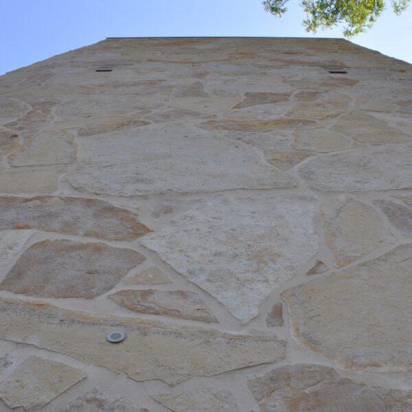 Decoratieve wandbekleding Flagstones - Sporthal Amstelhoef  te Oss.