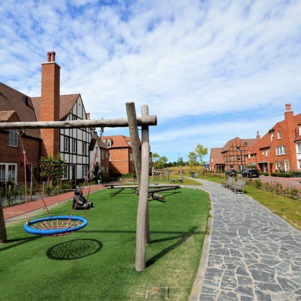 Flagstone looppad en speeltuin bij het Tudorpark.