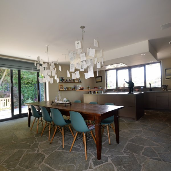 Flagstone vloer keuken en woonkamer.