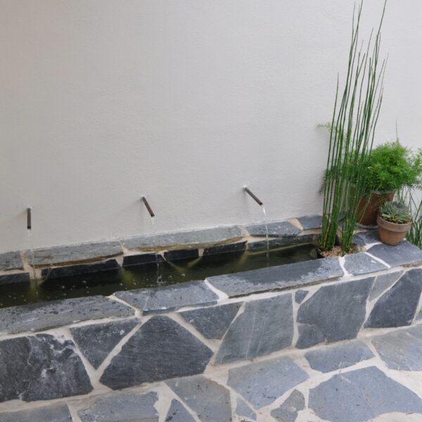 Flagstones - waterbak vijver.