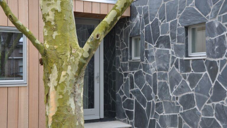 Flagstones verwerkt op een wand. Deze Flagstones zijn ook geschikt voor binnenwanden.