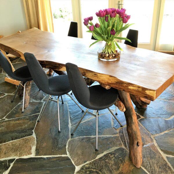 Flagstones en hout: natuurlijke materialen.