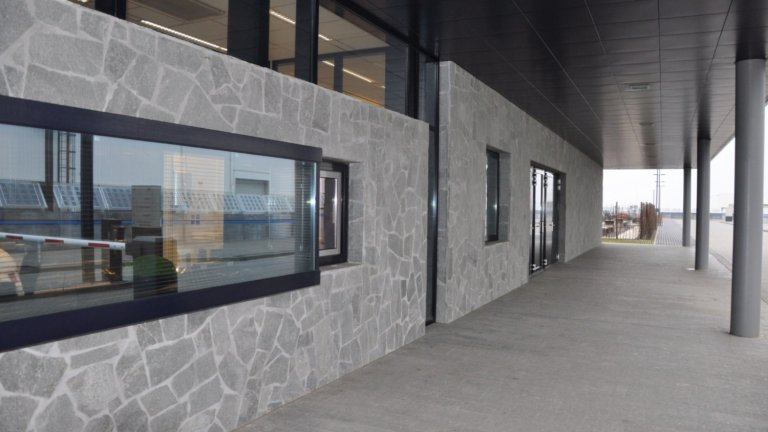 Flagstone Kavala wanden Flevocentrale Lelystad.