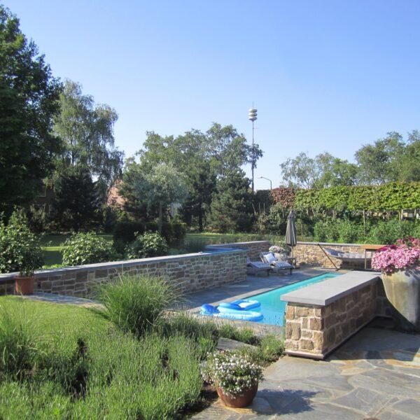 Flagstones groot zwembad.