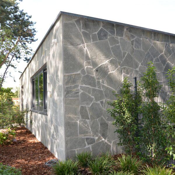 Flagstone wandbekleding moderne villa.