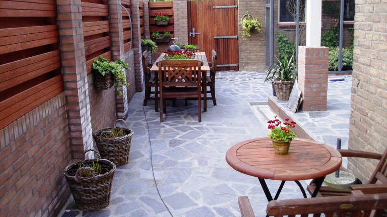 Flagstones onderhoudsvrije tuin.