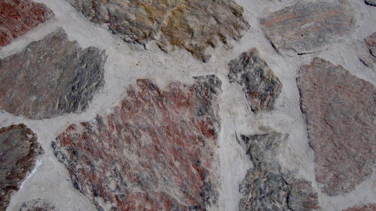 Violetto Flagstones. Doordat Stenen dik zijn, is het moeilijk een kleine voeg te realiseren.