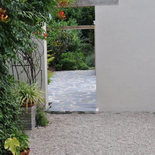 Flagstones in de tuin.