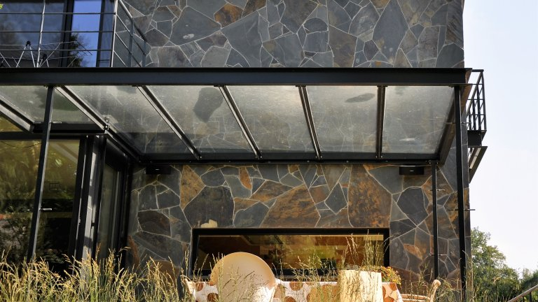 Flagstones veranda.