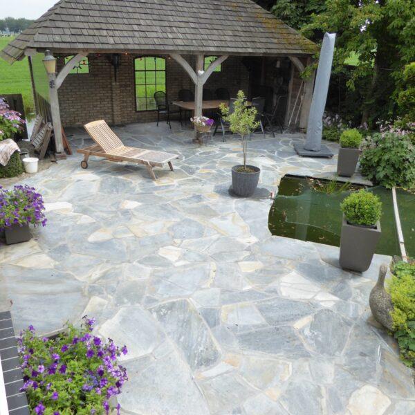 Flagstones in groot formaat tuin en veranda.