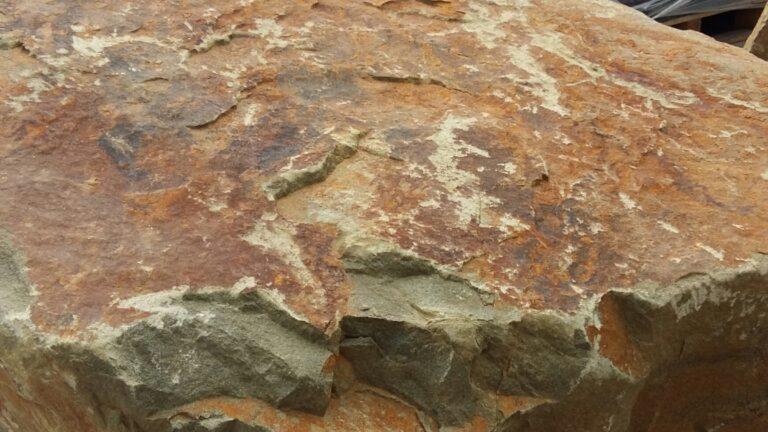 Toscane Zwerfsteen, zeer grote steen.