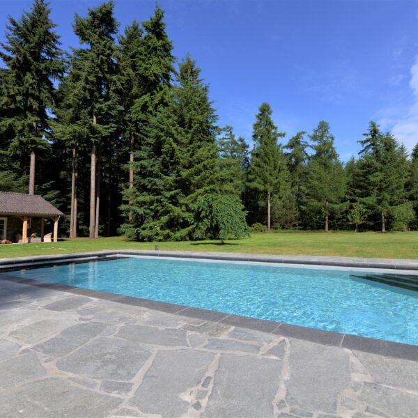 Kavala Flagstones rondom zwembad.