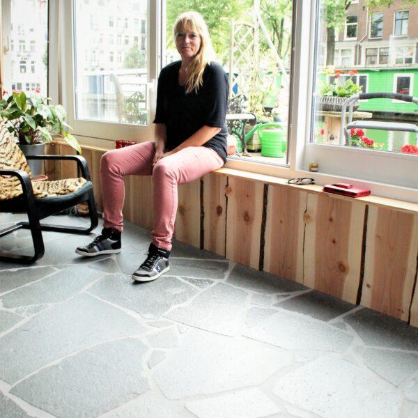 Marja en haar Flagstone Vloer.