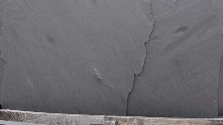 Flagstones Mystic Black 1-2 cm dikte. Ook geschikt voor wandbekleding.