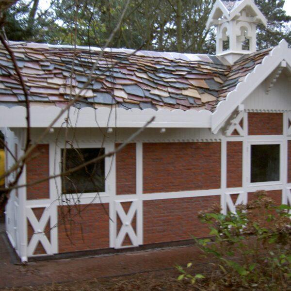 Noors Koffiehuisje met een Flagstone-dak. Er is vanaf onder gewerkt naar boven toe.