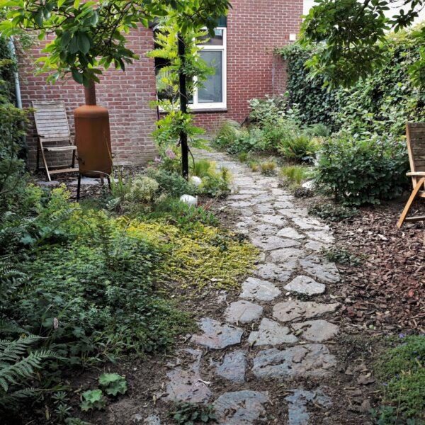 Tuin Stenen Kopen.Stapstenen Van Flagstones Met Grind Leggen In De Tuin Of In Het Gras