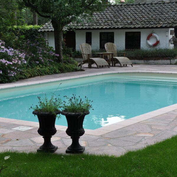 Flagstones Brasil Rosso bij het Zwembad.