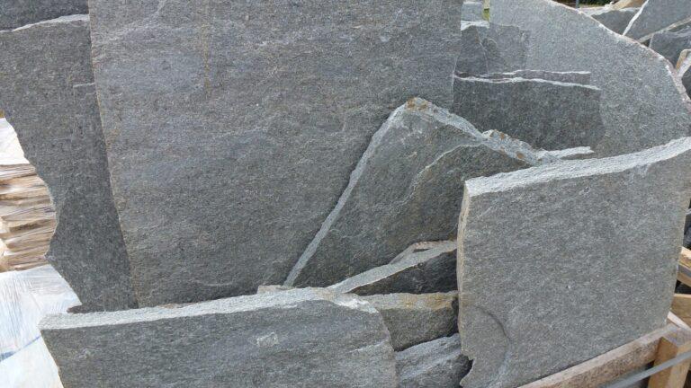Scherven Natuursteen groot.