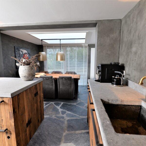Stoere natuurlijke vloer keuken.