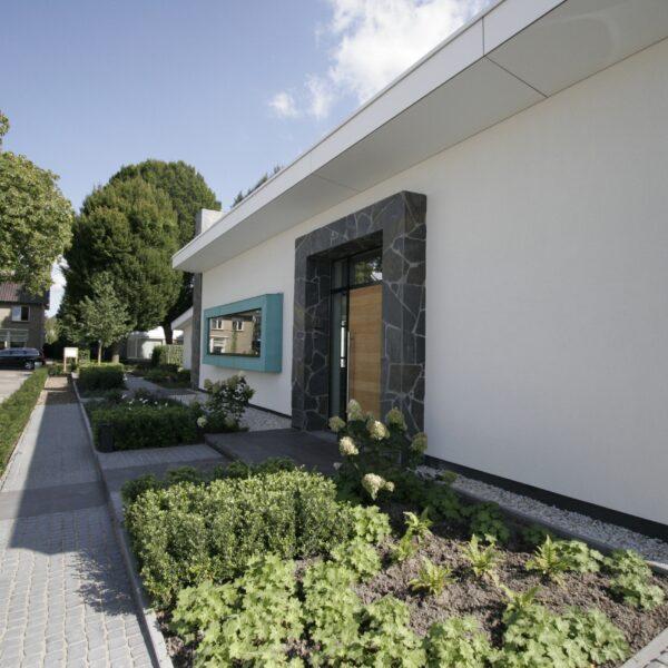 Mooie toegang villa met Flagstones.
