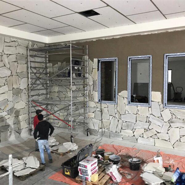 Flagstones binnen op de muur