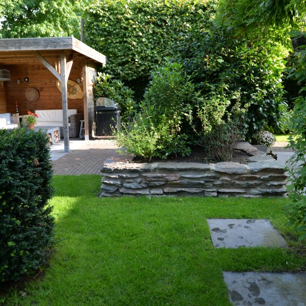 Muur in de tuin met Flagstones