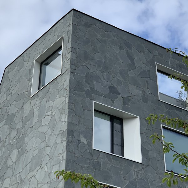 Flagstones wand appartementen complex