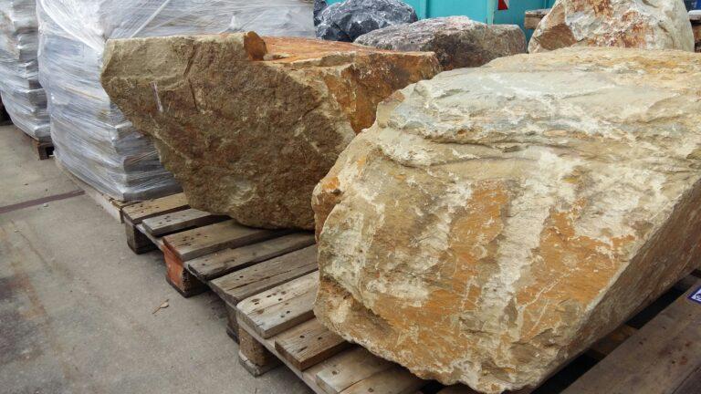 Grote stenen voor in de tuin
