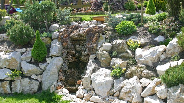 Brokken Natuursteen voor de tuin