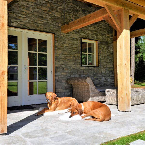 Steenstrips veranda en Kavala Natuurstenen