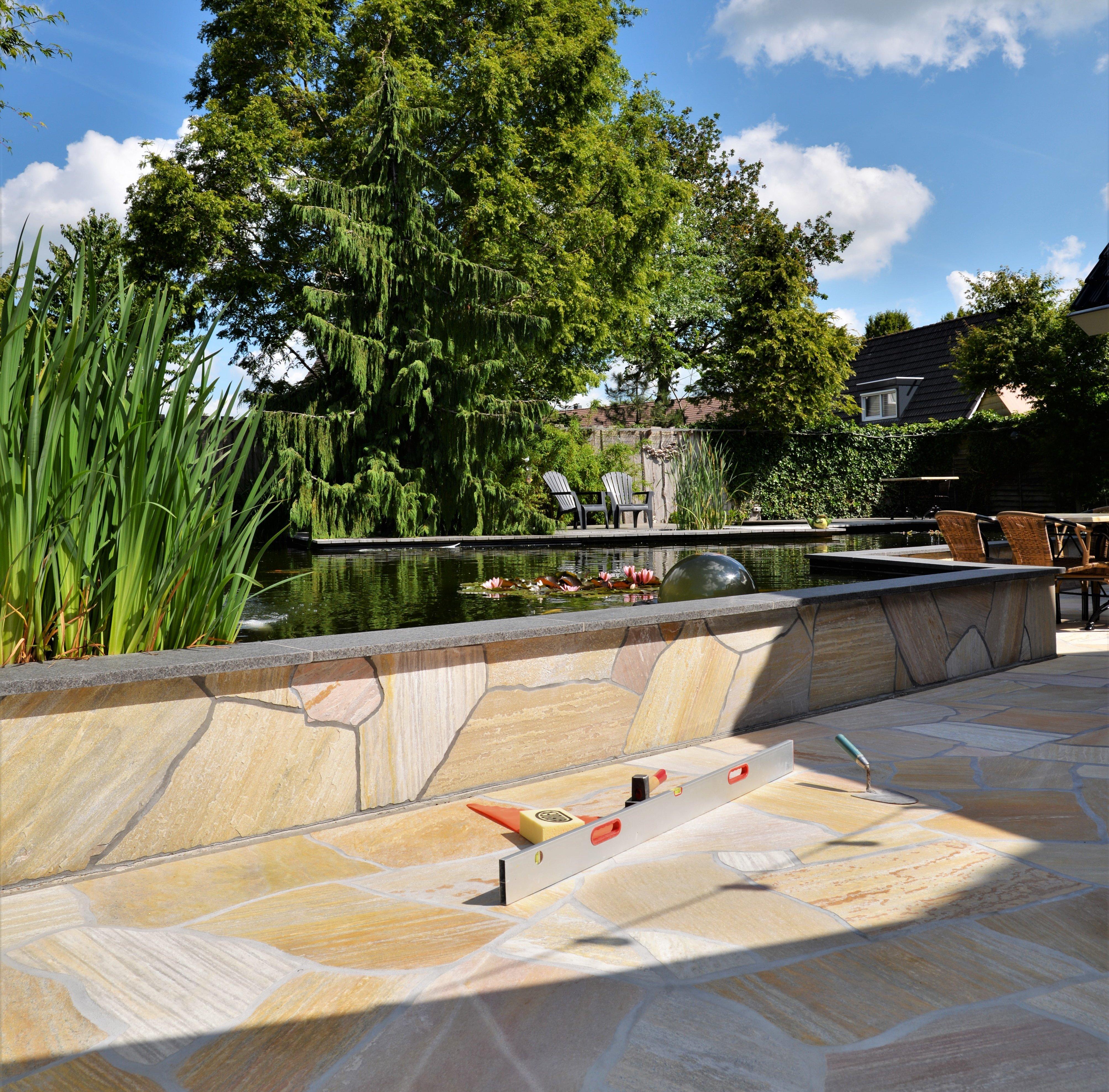 Muren en tuin met Flagstones